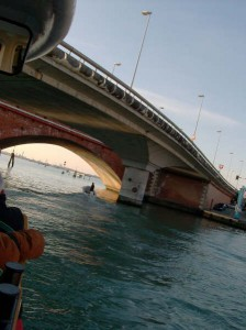Sous-le-pont-Regard-brut-sur-Venise-Karim-TATAI-Strasbourg