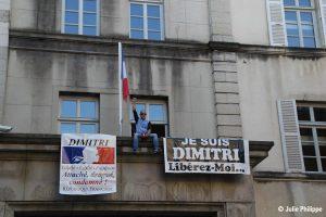 Nicolas manifestant pour demander la libération de son frère