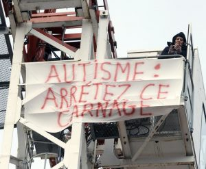 revendication-autisme-grue