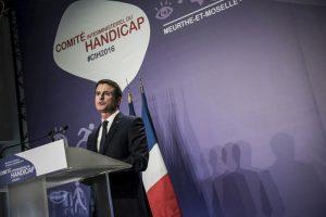 Emmanuel Valls présidant le Comité Interministériel du Handicap