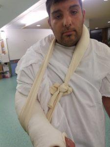 Karim, autiste, bras cassé urgence
