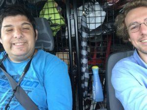 en-voiture-vers-la-Normandie-Karim-Arnaud